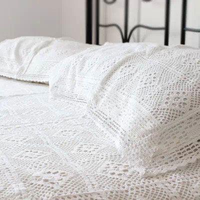 100% Coton Crochet Fait Main Couvre lit Avec Taies D'oreiller de Bonneterie Couvertures Linge de Lit Blanc Ensembles de Literie de Dentelle Livraison Rapide dans Ensemble de literie de Maison & Jardin sur AliExpress.com | Alibaba Group