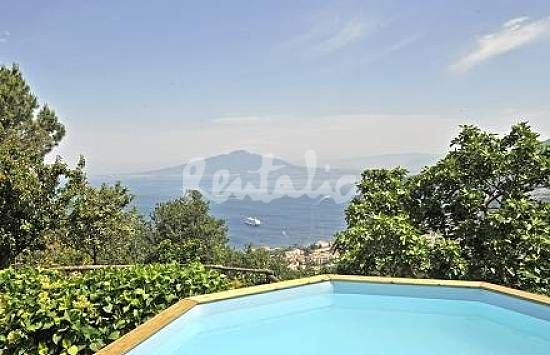 una terrazza davanti al golfo di sorrento http://www.idealista.it/news/archivio/2013/06/27/085227-case-week-end-villa-vista-mare-di-sorrento-fotogallery