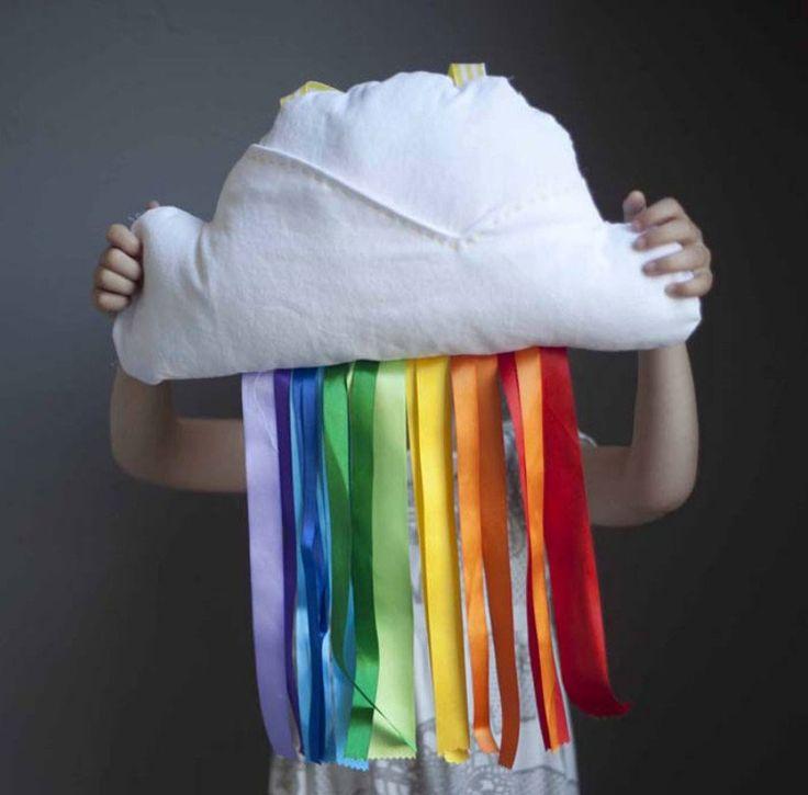 Подушка-облако с радугой