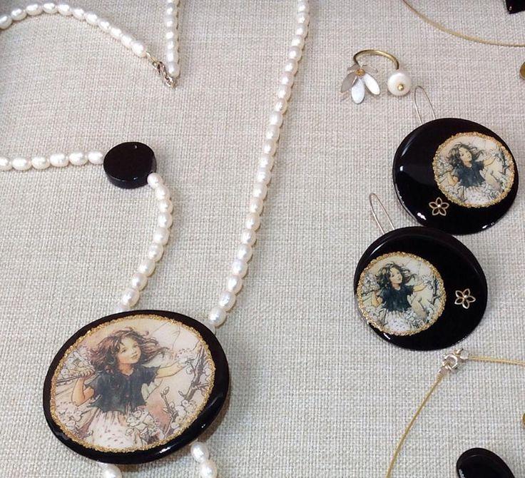 #necklace #kolie #earrings #skoularikia #ring #daxtulidi #black #fairy #pearls #margaritaria #black #κολιέ #δαχτυλίδι #μαργαριτάρια #νεράιδα #σκουλαρίκια #λουλούδι #κύκλος