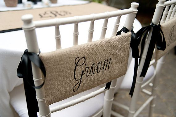 Burlap Bride & Groom Chair Signs for farmhouse par asouthernbucket, $49,00