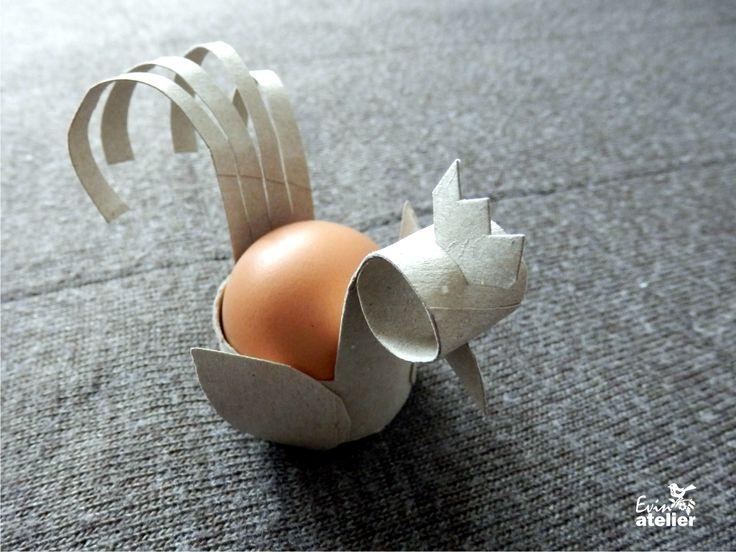 Rolička od papírových kuchyňských utěrek a na světě je stojánek na vajíčko.