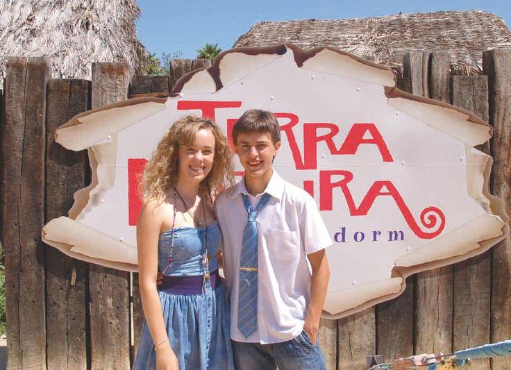 Vi bor midt i hjertet av store attraksjoner, uten at vi egentlig tenker så mye på det. I disse tider, er det de mest oppfinnsomme som klarer seg. Terra Natura vis a vis Terra Mitica, har kreativiteten på topp. Dette er ikke bare en boltrplass for eksotiske dyr og badende turister, her satses det på underholdning. Vi tar en titt på hva parken får til og har fått til i sommer. http://www.spania24.no/terra-natura-mer-enn-en-dyrepark/