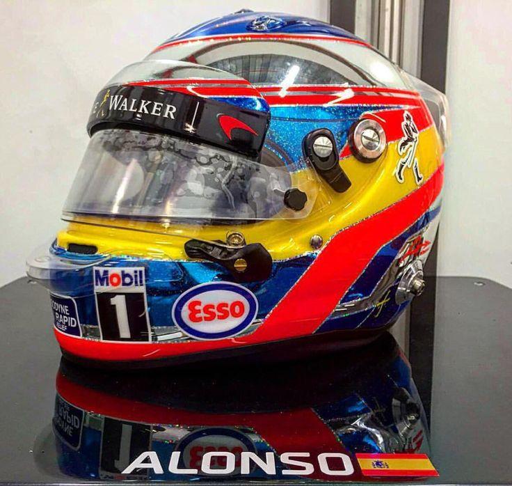 Fernando Alonso's 2016 Singapore helmet.