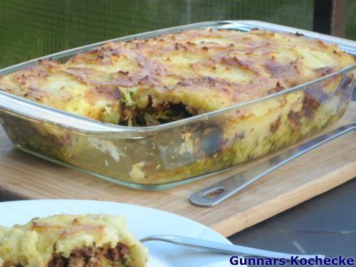 Broccoli-Hackfleisch-Auflauf mit Käse-Kartoffelhaube