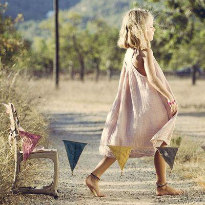 Commandez dès maintenant la Robe Mia - rose poudre NUMERO 74. Robe Mia N74, robe bretelles pour enfant. Robe de plage, robe cérémonie. Robe gaze de coton. Robe plein été Numéro 74. Livraison soignée.