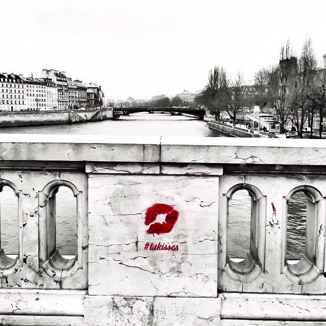 TheFrenchKiss leaves the Kiss mark in romantic places around Paris #tukisses