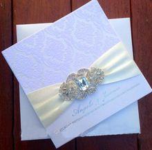 Роскошные штучной упаковке стекались свадебные приглашения с Rhinestone Брошь ----- PA005(China (Mainland))