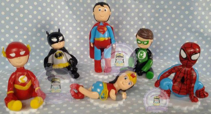 topo de bolo liga da justiça   altura dos bonequinhos:  lanterna/Batman/flash/homem aranha : 8cm  super homem :12cm  http://www.elo7.com.br/topo-de-bolo-liga-da-justica/dp/46A39E