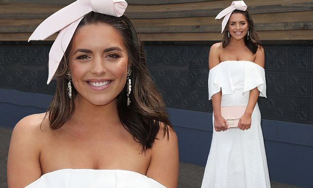 Olympia Valance offers a glimpse of skin at Stakes Day 2016