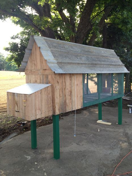 Best 25 outdoor rabbit hutch ideas on pinterest bunny for How to make a rabbit hutch from scratch