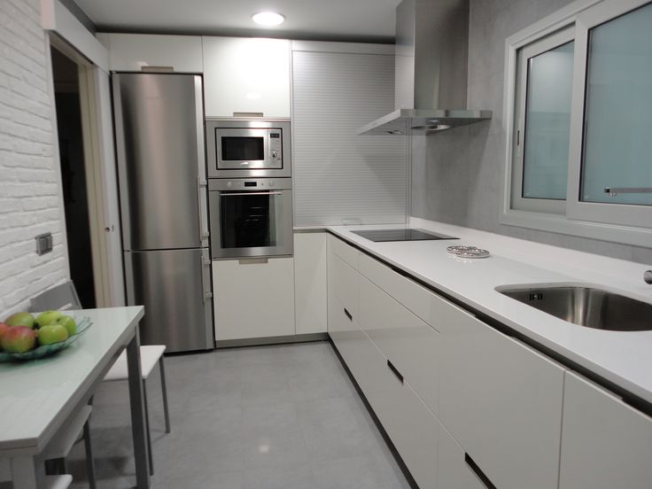SANTOS kitchen. RENOVA INTERIORS . Reforma en Mollet del Valles. Muebles Sant...