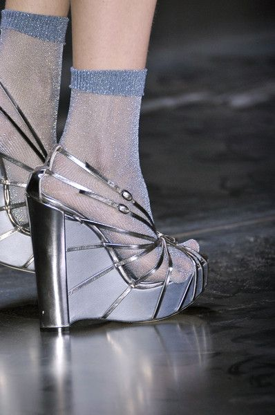 Christian Dior at Paris Fashion Week Spring 2010 - Details Runway Photos