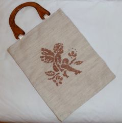 Etamin işlemeli melek desenli çanta. Ölçüler: 30 cm x 53 cm