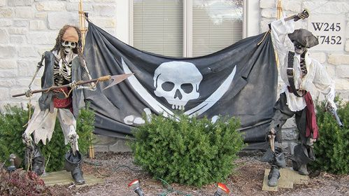 82 best Halloween\u0027s Here-Pirate images on Pinterest Halloween prop - halloween pirate decorations