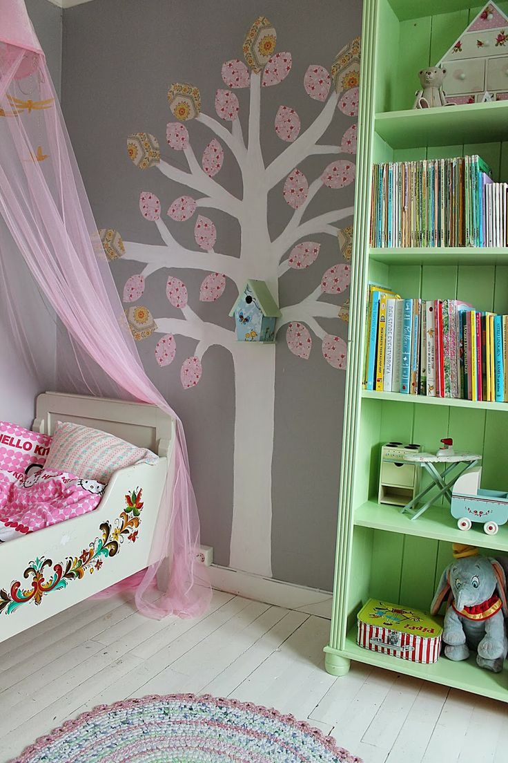 Tree decal and birdhouse