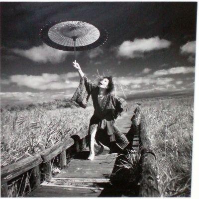作家名    細江英公  作品名    「釧路湿原に舞う大野一雄」