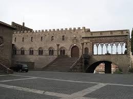 Il Palazzo dei Papi e pizza San Lorenzo