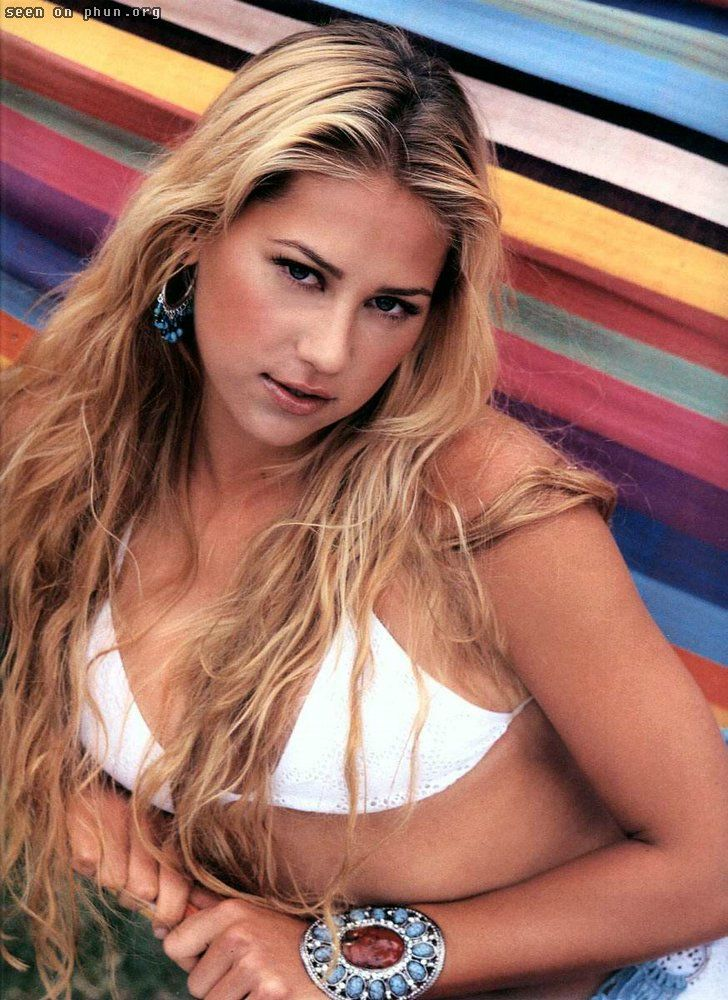 Suggest Anna kournikova breast size