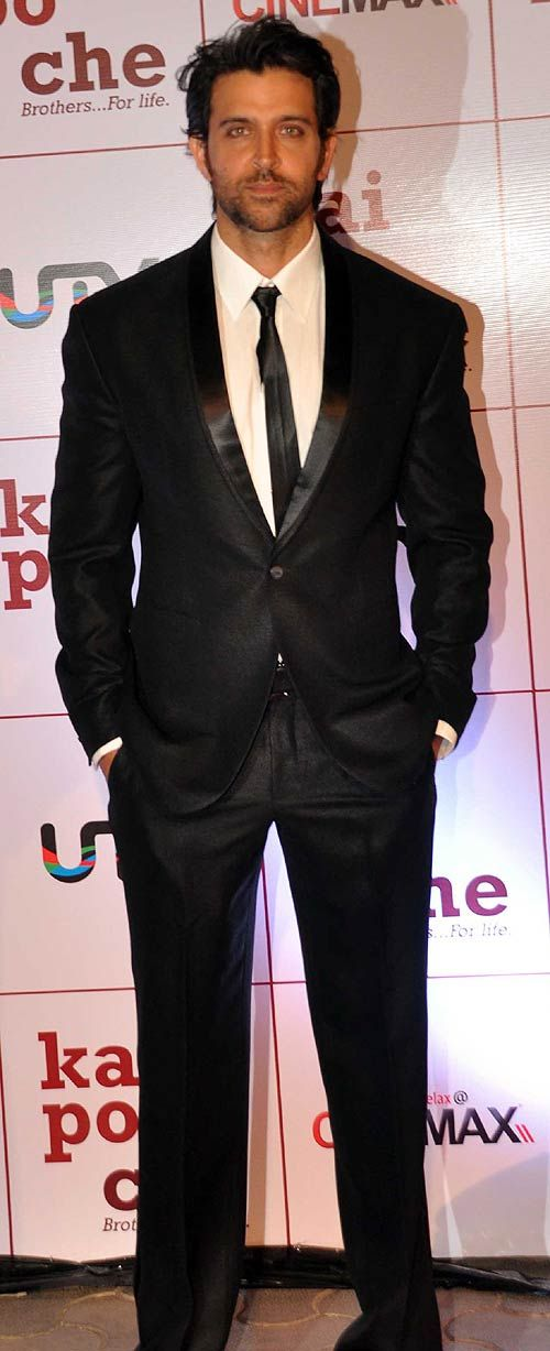 Hrithik Roshan, looking sharp in a well-fitted suit at Kai Po Che premiere. #Bollywood #Fashion