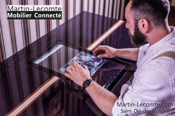 Le Bureau Connecté par Martin-Lecomte par MartinLecomte - Le Bureau Connecté L'alliance d'un bureau art déco de fabrication artisanale en bois massif et d'une puissante machine Android disposant d'un écran de 23 pouces.  Deux associés, amis de longue date,...