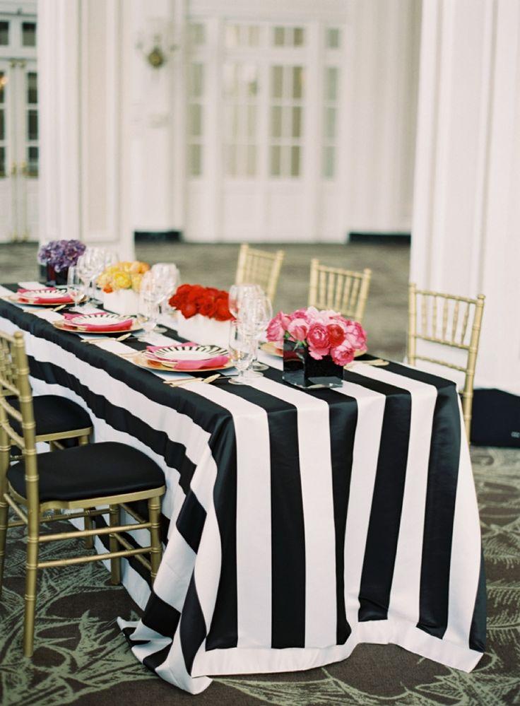 Toalha de mesa nada convencional para um casamento, mas ficou incrível!