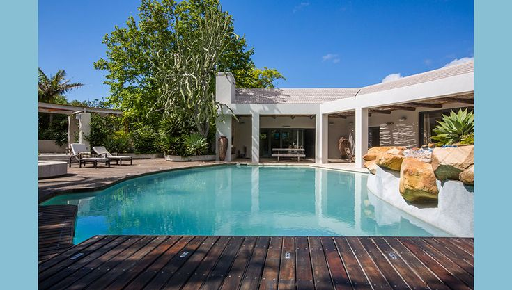 CONSTANTIA OASIS, Self Catering Accommodation in Cape Town - Lovely holiday home in the Constantia winelands offering sauna, braai/patio area flowing to a large pool. This property also contains a one bedroom chalet which is fully equipped for self catering and fitted with modern fixtures. The house can sleep 4, the chalet 2.