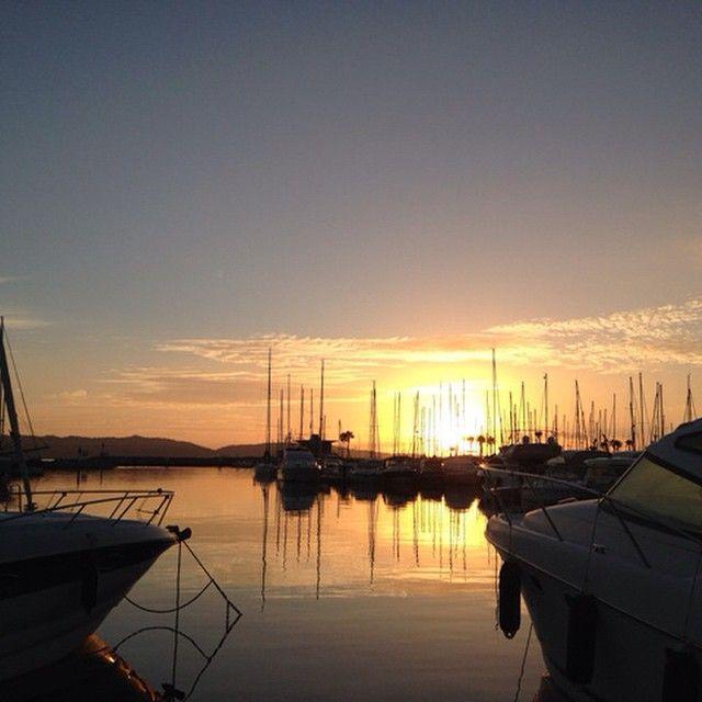 A découvrir lever du soleil sur le port de #cavalaire #cavalai#cavalairesurmer #cavalairestationnautique #soleil