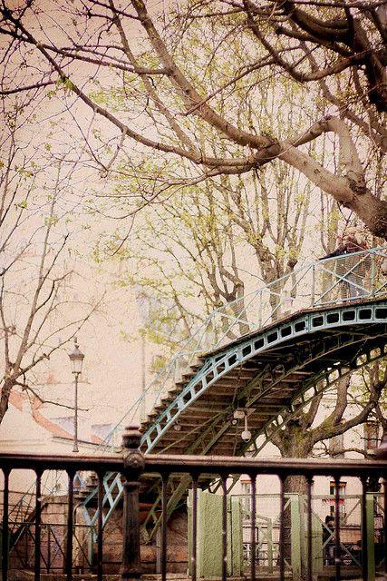 Canal Saint-Martin... #Inspiration #parisest #estparisien #grandhotelfrancais #grandhoteldore