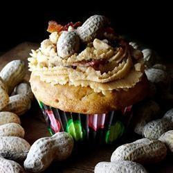 peanut butter bacon cupcake | Yummsters! | Pinterest | Peanuts ...