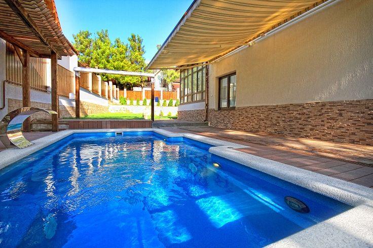 Zákazníci sa často pýtajú aká je pre keramické bazény cena. Každý klient sa v konečnom dôsledku rozhoduje o kúpe bazéna podľa toho aká je jeho cena.