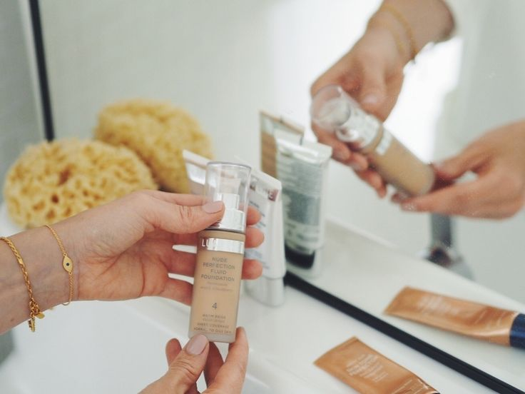 Lumene Nude Perfection Fluid Foundation is blogger Henna's favorite. Her tip: add a little drop of Skin Tone Perfector under your foundation - it will make your skin glow! #foundation #lumene