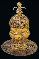 5- OSMANLI TÜTSÜ YAKICI (TÜTSÜLÜK)  Yapılış tarihi: 17. Yüzyıl sonu veya 18. Yüzyıl başı Ölçü:  20 cm yükseklik  Satış fiyatı: 143,260 USD  Osmanlı dönemine ait. Yaldızlı bakırdan yapılmış. Altın görümünlü. 17. Yüzyıl'ın sonu veya 18. Yüzyıl'ın başında yapıldığı tahmin ediliyor.
