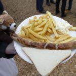Thüringer Bratwurst mit Pommes, Restaurant Pellegrini, Kisdorfer Weihnachtsmarkt, Margarethenhoff, Kisdorf, Schleswig-Holstein