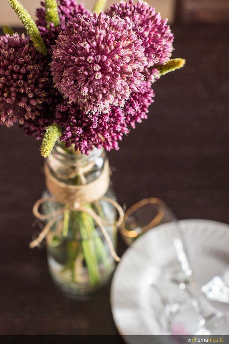 Decorare la tavola con i fiori freschi. Venite a trovarci sul blog www.dhomenica.it e vi raccontiamo di più