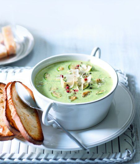 Italská cuketová polévka - recept: http://www.apetitonline.cz/recepty/7418-italska-cuketova-polevka.html