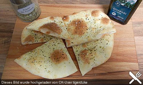 Pizzabrot - German Pizza Bread (recipe in German)