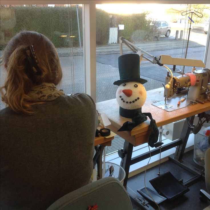 Reliefbyjunker.dk Making the Christmas decorations for our shop. The story in 2016 was snowmen.