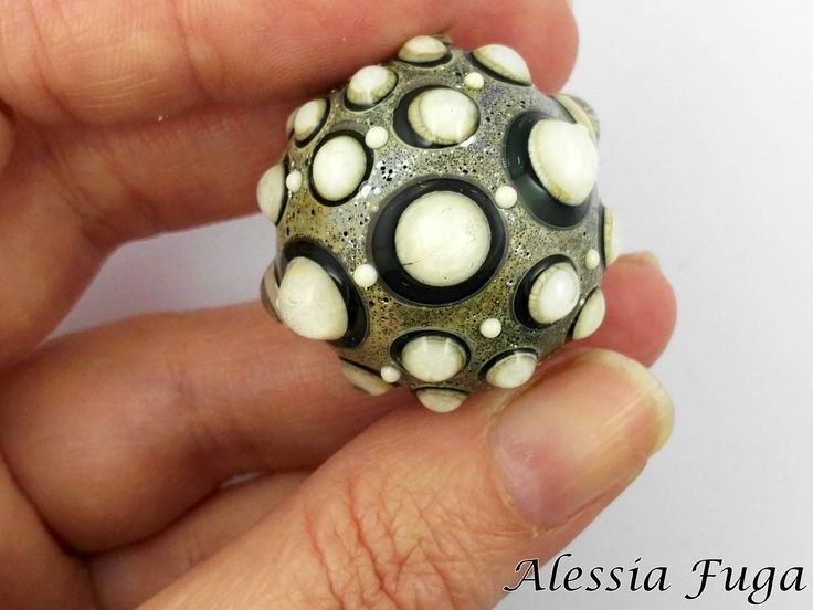 "Handmade focal lampwork glass bead in ivory and lagoon, ""Fenice"" series di alessiafuga su Etsy"