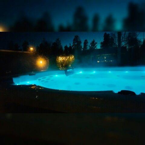 Underbart med varmt bad under stjärnklar himmel