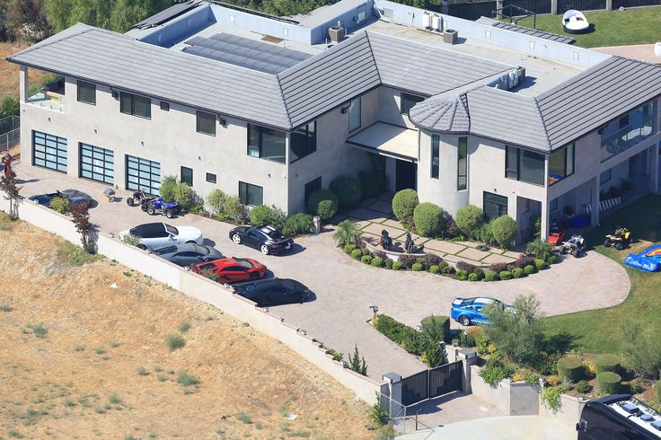 La maison moderne de Chris Brown Les maisons de stars dans lesquelles on aimerait habiter