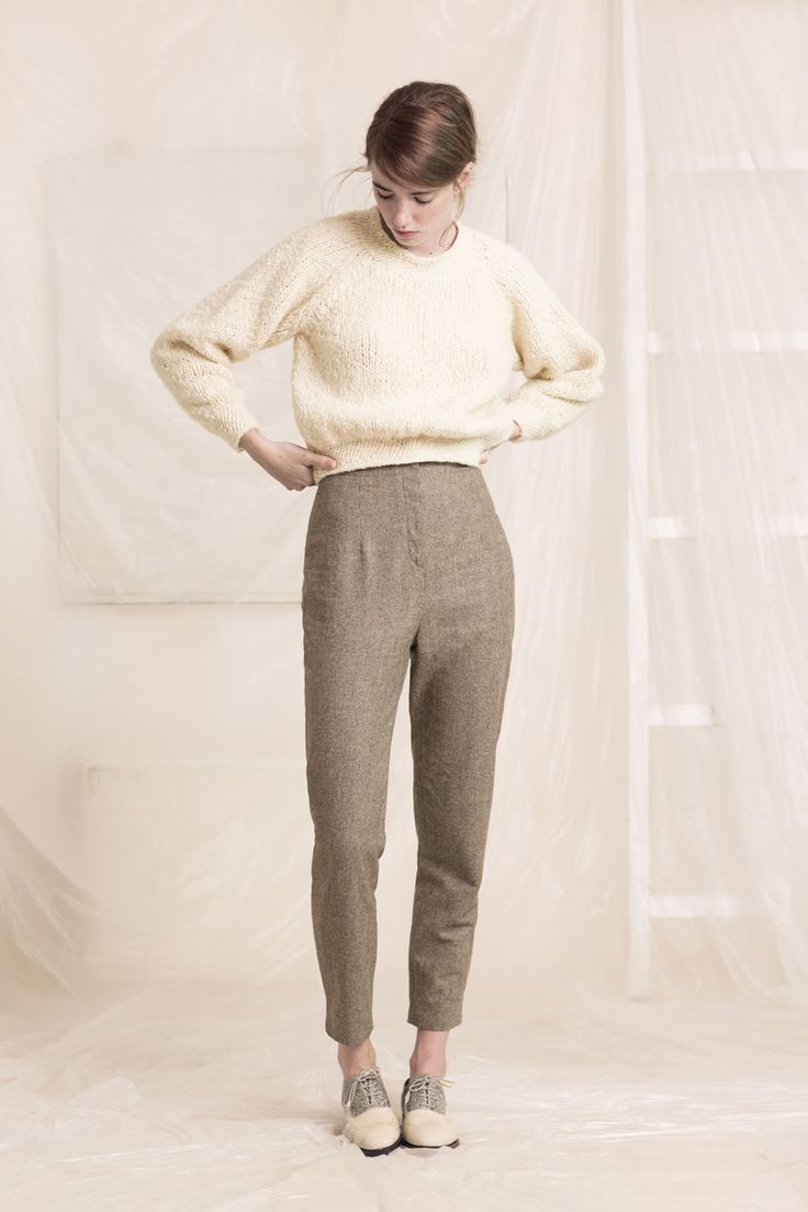 High-waisted pants made in tweed in a combination of wool and linen. With organic wool sweater manufactured by hand. The sweater has an oversize fit through the body and arms and tightens at the ribbed cuffs and bottom. Shop the look at www.cortana.es