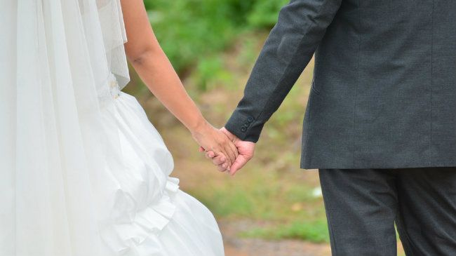 How Much Does an (Average) Wedding Cost-