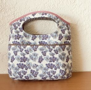 Un joli sac-pochette pour l'été {tuto} - Pure Loisirs (Summer bag tutorial & pattern - In french but, with step by step photos).