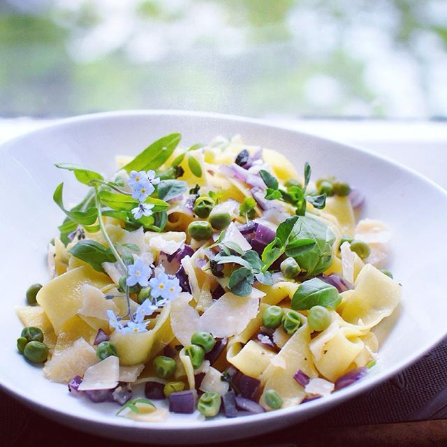 who wouldn't eat their pasta with flowers? I got to taste my sweet pea sprouts (from my window shelf garden) and they tasted like match made in heaven with this artisan lemon pasta.