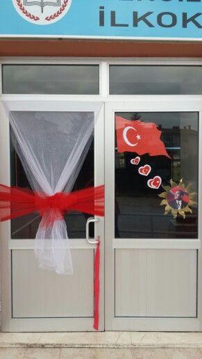 Cumhuriyet Bayramı okul kapı süsleme