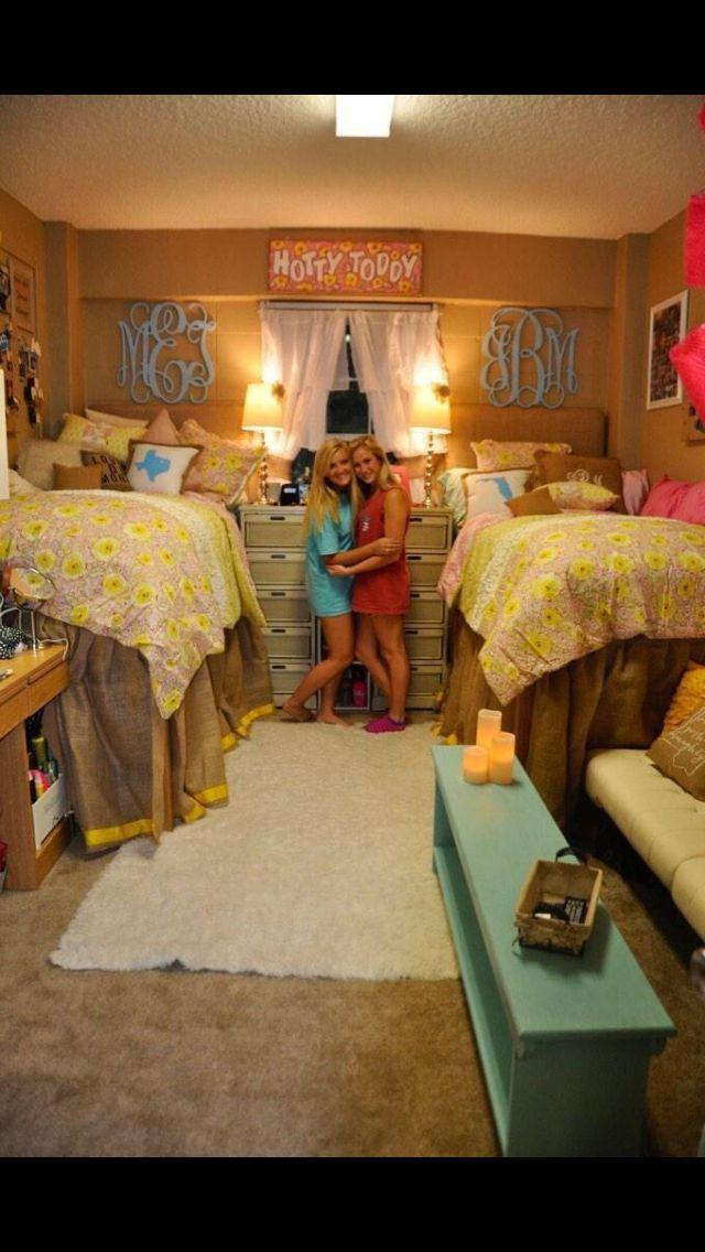 Perfect preppy dorm room