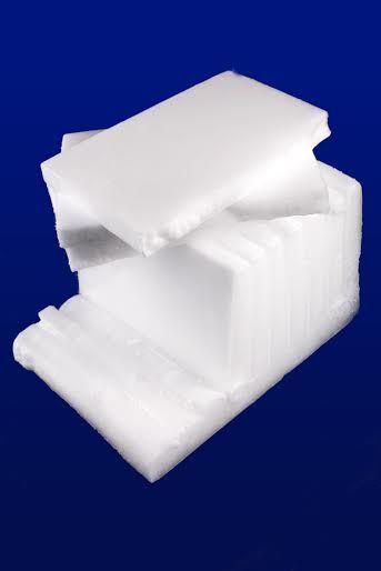 #bloksuchegolodu #suchylód Mini blok suchego lodu. Główne zastosowanie znajdują wśród firm cateringowych oraz dostawców żywności. Bloki używane są również do maszyn czyszczących z serii SDI. Suchy lód w postaci bloku sublimuje wolniej od granulatu. Wymiary bloku suchego lodu: ok. 205 x 125 x 70 mm, waga ok 2,9 kg => http://suchylod.net/miniblok-p-67.html