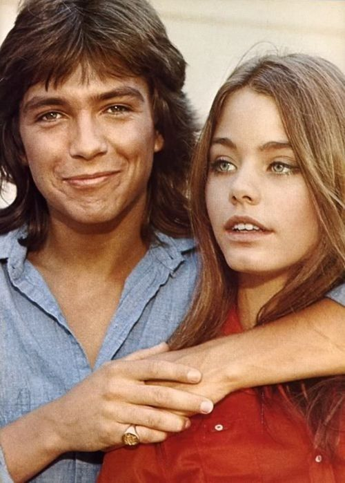 Susan Dey and David Cassidy. How we loved them and the whole Partridge family..well, for me it was Susan mostly <3