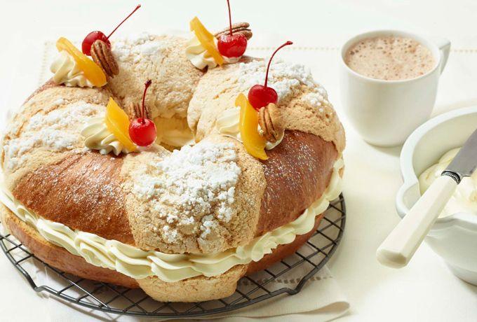Las tradiciones mexicanas se disfrutan mejor si se acompañan con el incomparable sabor de Queso Crema Philadelphia. Es momento de una rica rosca de reyes.